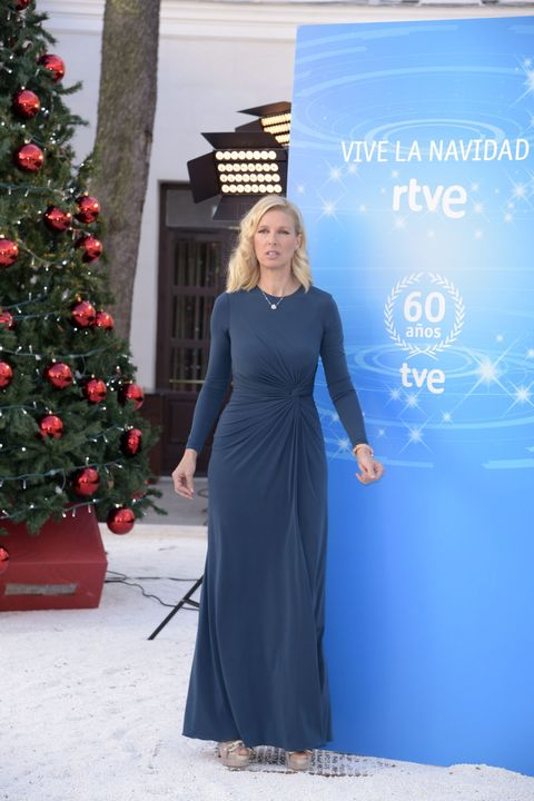 Blue, Shoulder, Dress, Winter, Red, Christmas decoration, One-piece garment, Formal wear, Holiday, Christmas tree,