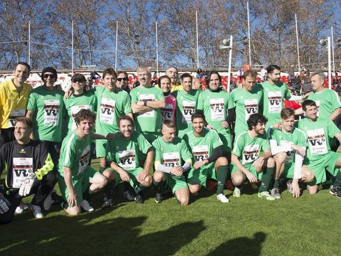 Sports uniform, Grass, Jersey, Sportswear, Team sport, Community, Team, Uniform, Sports jersey, Active shorts,