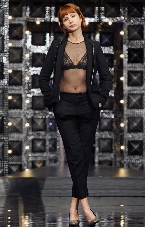 Style, Fashion show, Fashion model, Fashion, Street fashion, Foot, Waist, Blazer, Toe, Sandal,