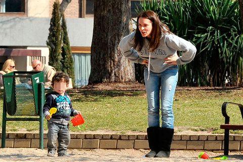 Leg, Human, Trousers, Jeans, Denim, Child, T-shirt, People in nature, Jacket, Street fashion,