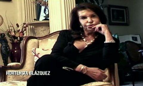 Finger, Sitting, Hand, Photograph, Room, Interior design, Black hair, Beauty, Wrist, Fashion,