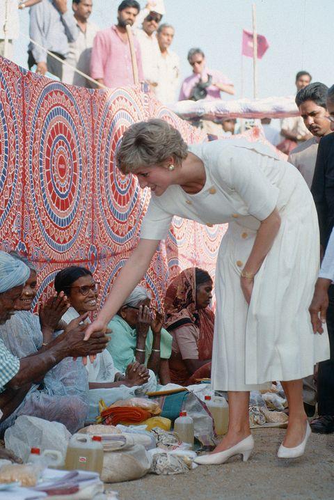 Meghan Markle sigue los pasos solidarios de Diana de Gales