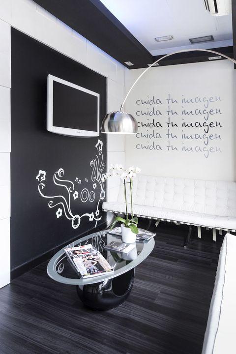 Room, Wood flooring, Design, Rectangle, Laminate flooring, Display device, Silver, Television, Led-backlit lcd display,