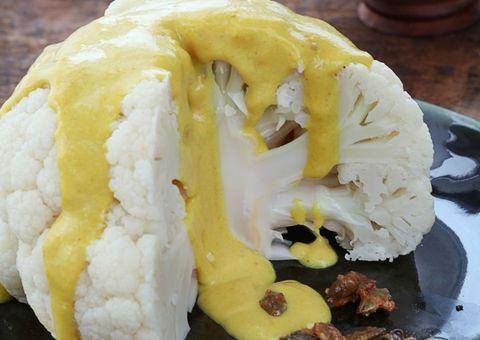 receta Coliflor en salsa de cúrcuma con garrapiñado de pipas