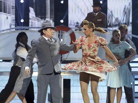 Hat, Trousers, Coat, Dress, Outerwear, Suit, Interaction, Suit trousers, Fashion, Sun hat,