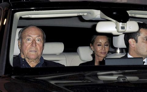 Face, Head, Motor vehicle, Nose, Vehicle door, Car seat, Luxury vehicle, Automotive mirror, Automotive window part, Personal luxury car,