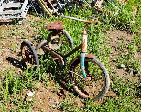Bicycle tire, Tire, Bicycle wheel rim, Bicycle wheel, Bicycle fork, Bicycle accessory, Rim, Bicycle, Spoke, Bicycle frame,