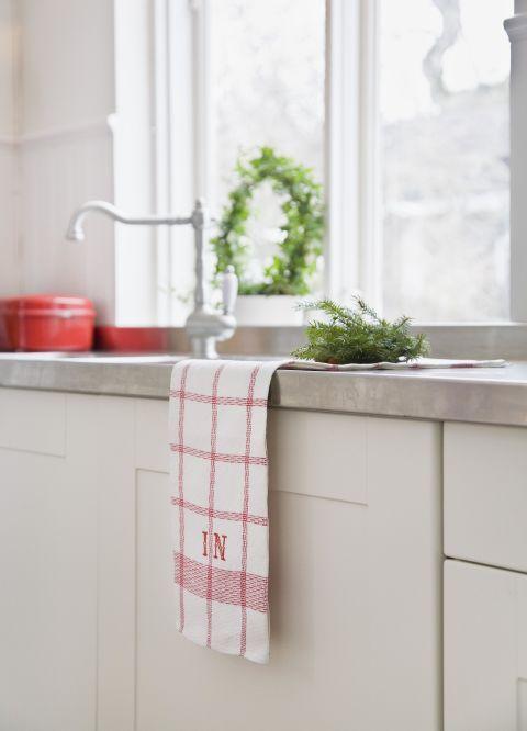 Room, Wall, Tap, Plumbing fixture, Interior design, Grey, Sink, Plumbing, Composite material, Material property,
