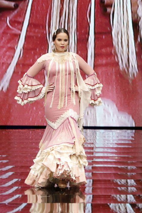 Textile, Fashion accessory, Fashion, Abdomen, Temple, Jewellery, Trunk, Tradition, Makeover, Fashion design,