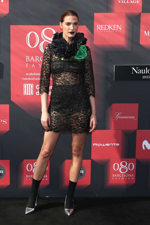 Dress, Human body, Red, Human leg, Style, Fashion model, Flooring, Premiere, Carpet, Fashion,