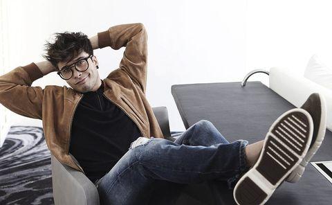 Eyewear, Glasses, Vision care, Leg, Comfort, Trousers, Denim, Jeans, Sitting, Jacket,