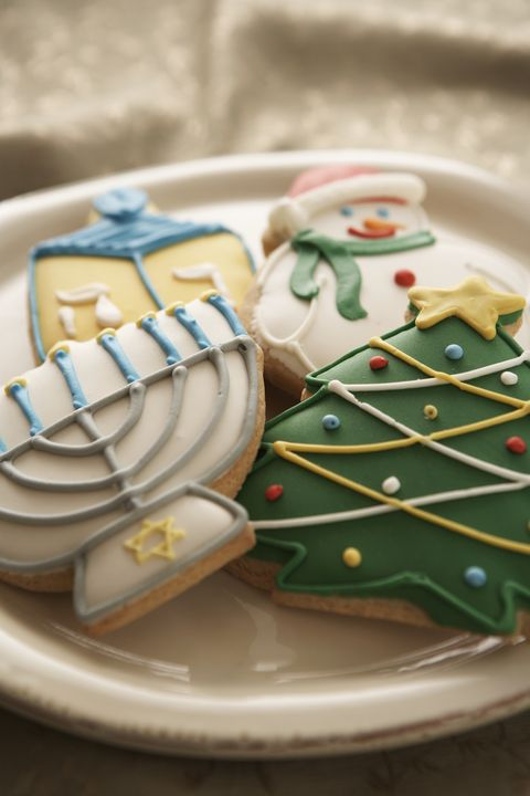 Royal icing, Table, Food, Icing, Dishware, Finger food, Snack, Tableware, Plate, Baked goods,
