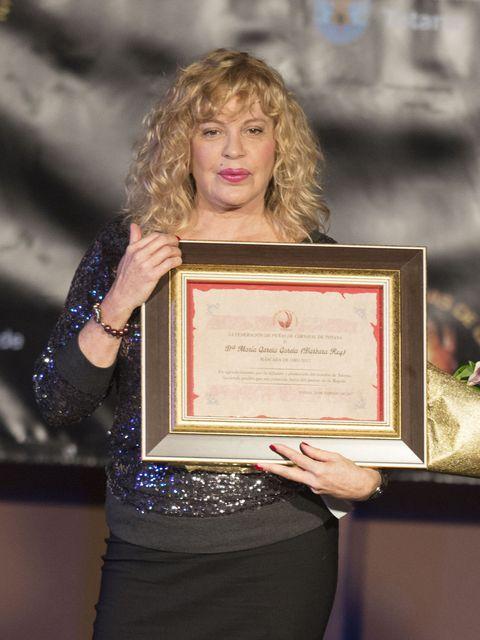 Award, Picture frame, Award ceremony, Blond, Makeover,