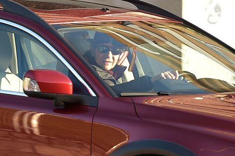 Motor vehicle, Automotive design, Vehicle, Automotive exterior, Land vehicle, Vehicle door, Glass, Car, Windshield, Hood,