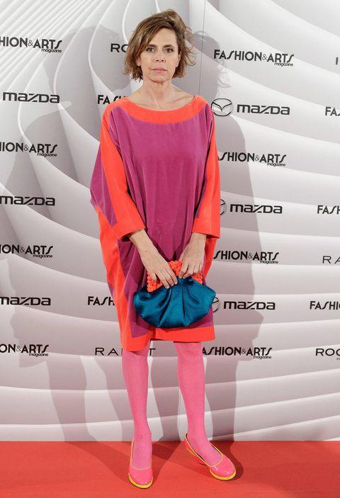 Sleeve, Shoulder, Pink, Style, Knee, Fashion model, Waist, One-piece garment, Fashion design, Day dress,