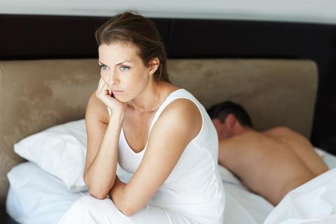 pareja, enfado, cama, problema sexual