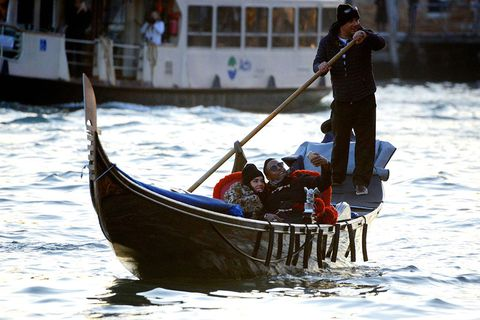 Mode of transport, Recreation, Boat, Watercraft, Boating, Team, Boats and boating--Equipment and supplies, Gondola, Paddle, Water transportation,