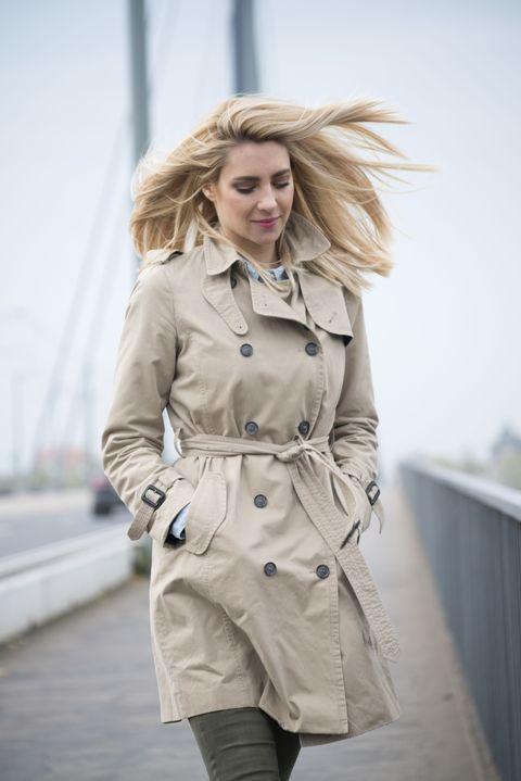 Coat, Trench coat, Clothing, Outerwear, Overcoat, Street fashion, Fashion, Waist, Fashion model, Beige,