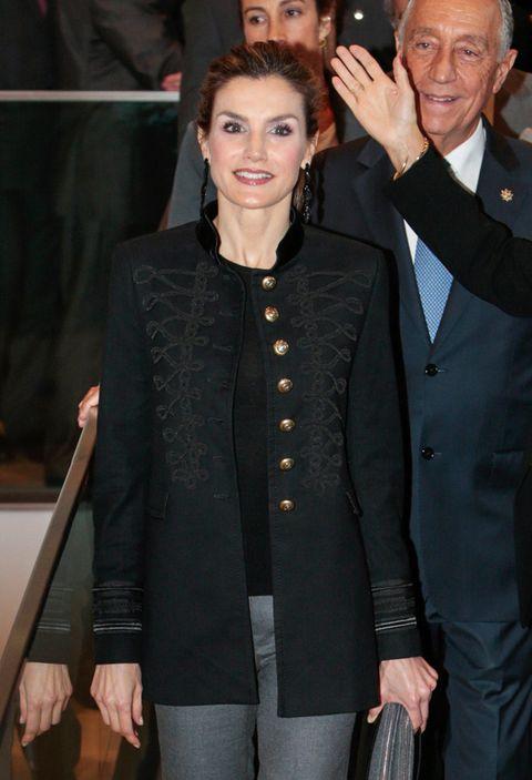 Coat, Outerwear, Collar, Dress shirt, Formal wear, Suit, Blazer, Jewellery, Fashion, Tie,