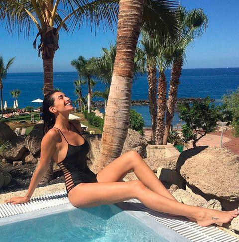 Vacation, Leisure, Resort, Sun tanning, Palm tree, Tree, Fun, Summer, Arecales, Leg,