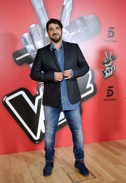 Suit, Formal wear, Fun, Footwear, Jeans, Flooring, Tuxedo, Shoe, Style, Blazer,