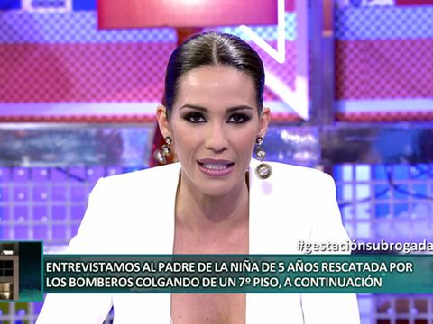 Newsreader, Facial expression, Television presenter, Newscaster, Eyebrow, Television program, Skin, Forehead, News, Violet,