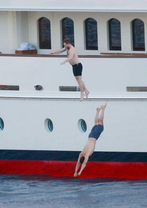 Human leg, Shoulder, Elbow, Joint, Wrist, Boat, Knee, Barefoot, Shorts, Thigh,
