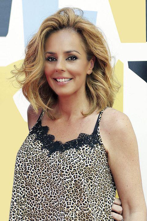 Hair, Face, Blond, Hairstyle, Beauty, Long hair, Brown hair, Fashion, Lip, Layered hair,