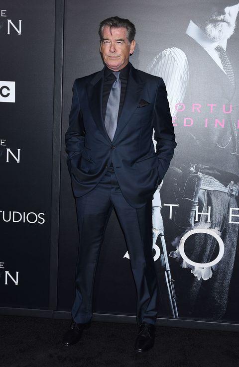 Suit, Formal wear, Tuxedo, Premiere, White-collar worker, Pantsuit, Event, Blazer, Carpet, Fictional character,
