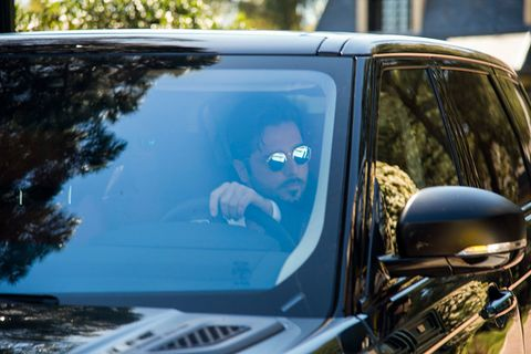 Motor vehicle, Windshield, Vehicle, Glass, Car, Automotive exterior, Vehicle door, Auto part, Mode of transport, Reflection,