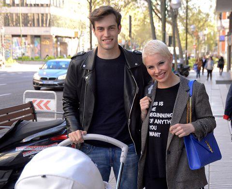 Street fashion, People, Fashion, Jacket, Product, Leather jacket, T-shirt, Leather, Human, Textile,