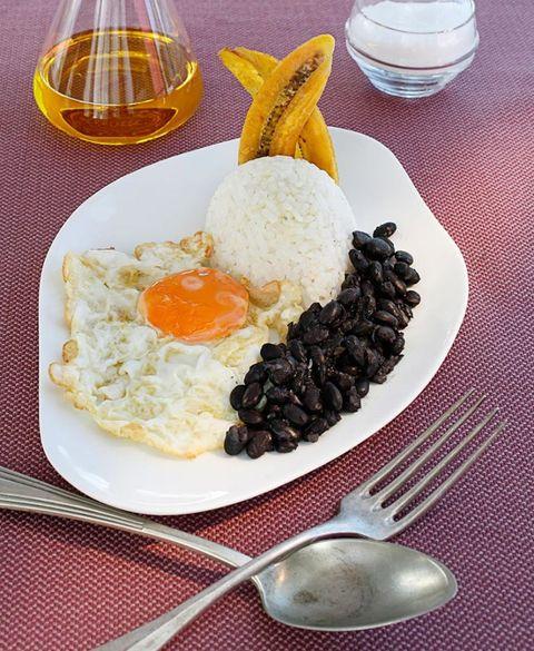 Dish, Food, Cuisine, Ingredient, Produce, Arroz a la cubana, Fried egg, Breakfast, Comfort food, Poached egg,