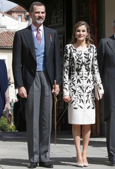 Suit, Clothing, Formal wear, Fashion, Snapshot, Standing, Blazer, Outerwear, Dress, Event,