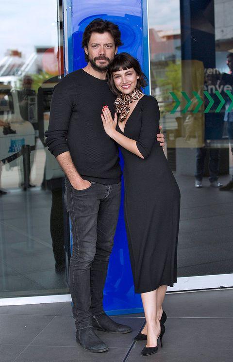 Shirt, Standing, Outerwear, Dress, Interaction, Fashion, Beard, Electric blue, Street fashion, Cobalt blue,