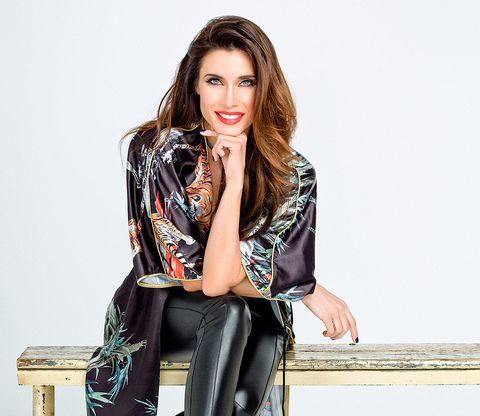 Clothing, Fashion model, Outerwear, Blazer, Leather, Fashion, Jacket, Street fashion, Photo shoot, Shoulder,