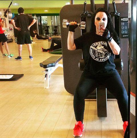 Sportswear, Selfie, Physical fitness, Strength training, Arm, yoga pant, Thigh, Leg, Footwear, Room,