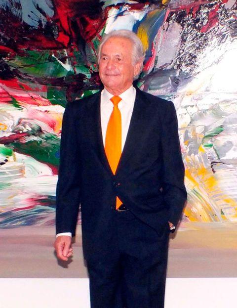 Suit, Formal wear, Tuxedo, Event, World, Modern art, Art,