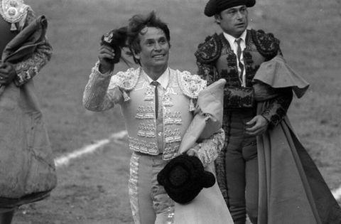 Matador, Tradition, Black-and-white, Monochrome photography, Monochrome, Photography, Stock photography, Style, Victorian fashion,