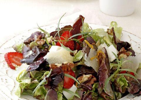 receta ensalada hojas de roble y frambuesas o fresas