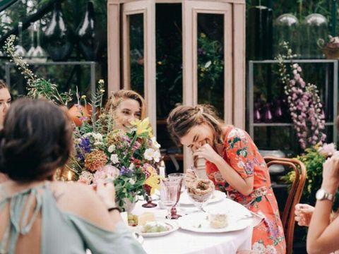 Bouquet, Floristry, Flower Arranging, Tablecloth, Tableware, Cut flowers, Ceremony, Dishware, Stemware, Peach,