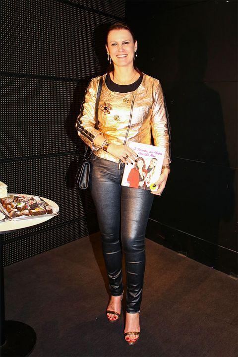 Brown, Human body, Textile, Outerwear, Denim, Jeans, Style, Fashion accessory, Jewellery, Fashion,
