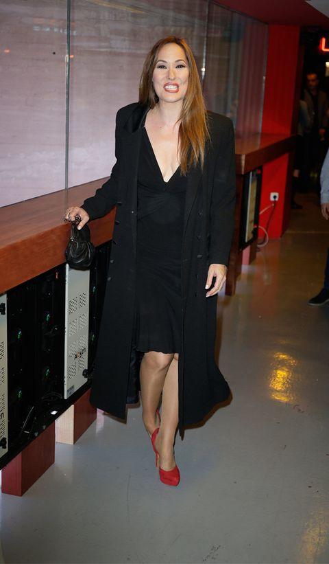 Clothing, Leg, Fashion, Little black dress, Footwear, Dress, Outerwear, Fashion model, Formal wear, Shoulder,