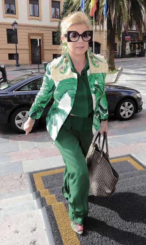Green, Street fashion, Clothing, Fashion, Eyewear, Snapshot, Sunglasses, Outerwear, Cool, Suit,