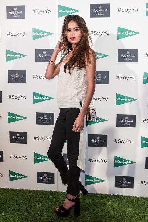 Green, Leg, Style, T-shirt, Knee, Fashion accessory, Fashion, Youth, Street fashion, Beauty,