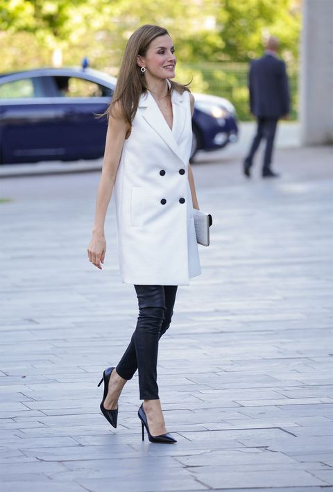 Clothing, White, Street fashion, Trench coat, Coat, Fashion, Snapshot, Outerwear, Footwear, Knee,