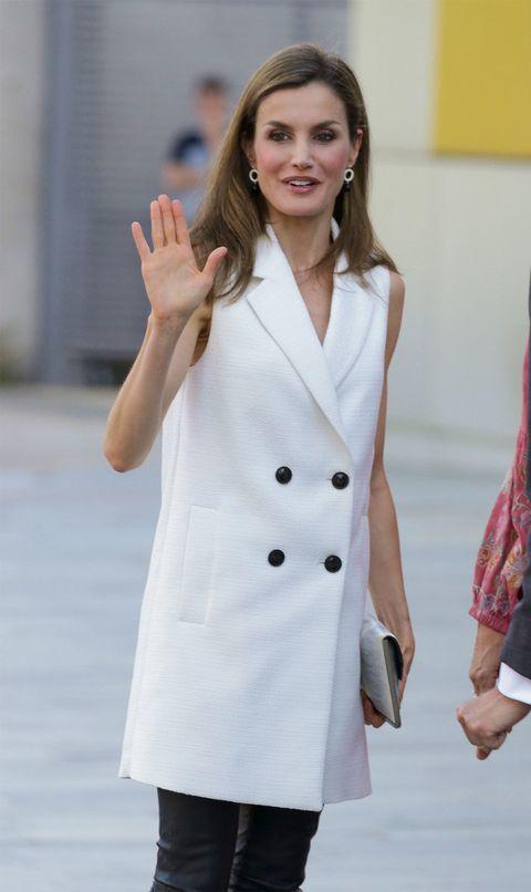 Clothing, White, Coat, Trench coat, Overcoat, Outerwear, Fashion, Uniform, White coat, Sleeve,