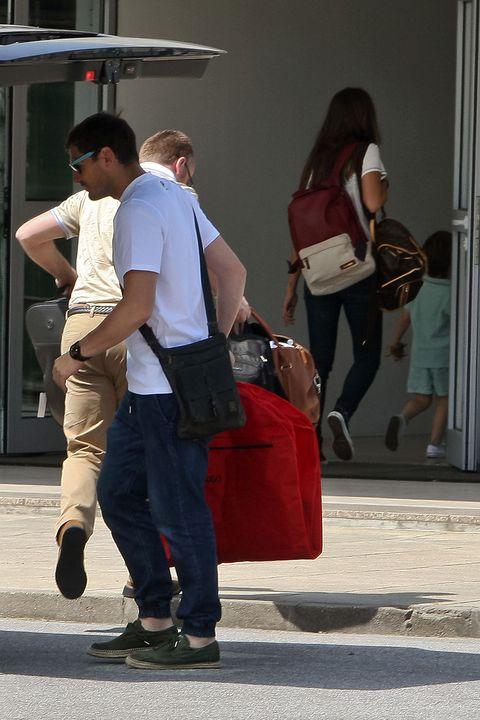 Leg, Snapshot, Standing, Pedestrian, Jeans, Shoulder, Human leg, Human body, Street, Footwear,