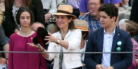 People, Event, Hat, Headgear, Fashion accessory, Tourism, Gesture, Fedora, Crowd,
