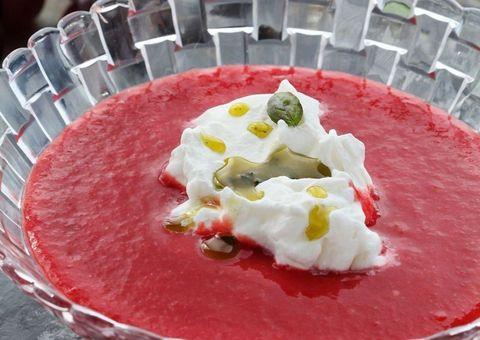 receta Gazpacho de fresas y cerezas con queso de cabra
