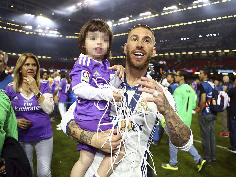 Resultado de imagen para así celebran las WAG's y las familias del Real Madrid el triunfo en la Champions